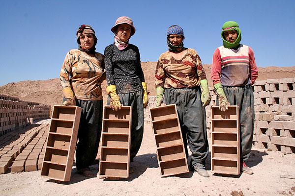 زنان کارگری که فراموش شده اند